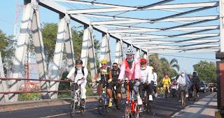 Bupati Tantri Kampanyekan Berangkat Kerja Naik Sepeda