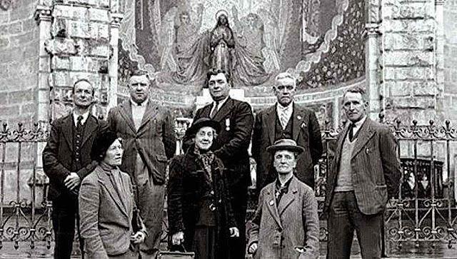 John Traynor na sua última visita a Lourdes (no centro) 1940
