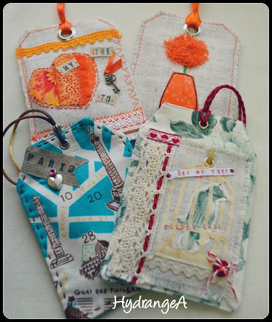 4 bolsitas de tela para guardar ambientador de armarios, decoradas con cintas, cordones, botones, charms, etc.
