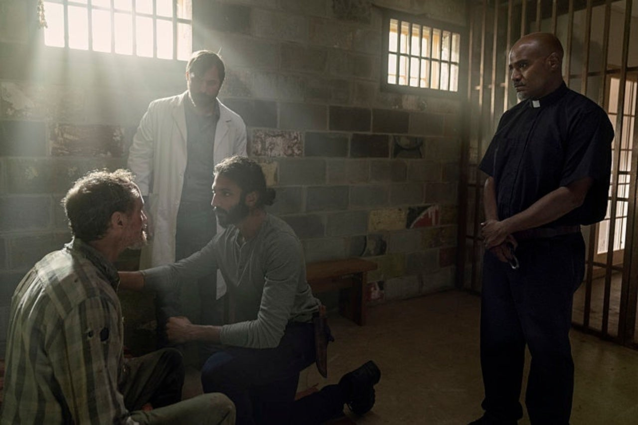 Siddiq, Dante y Gabriel, en el episodio 10x07 Open Your Eyes de The Walking Dead