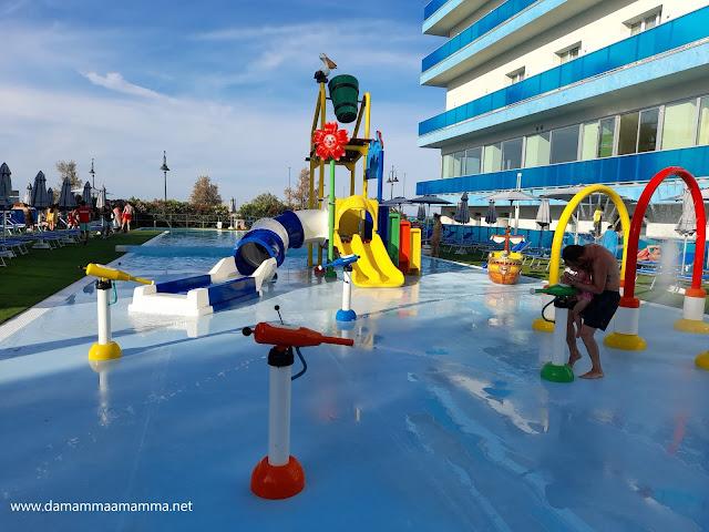 Club Family Hotel Tosi Beach la piscina