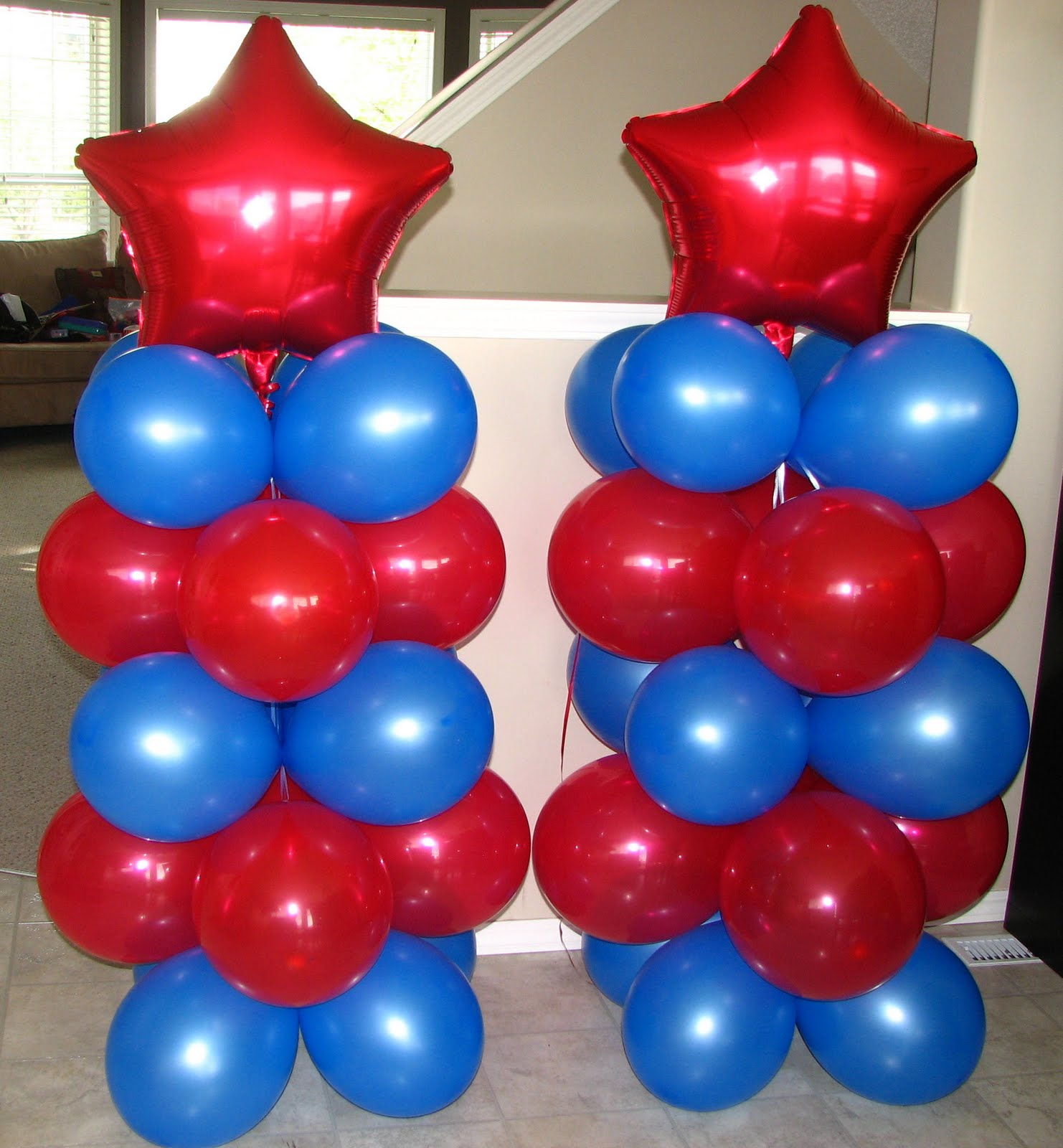 Utopia party decor spiderman party for Balloon decoration color combinations