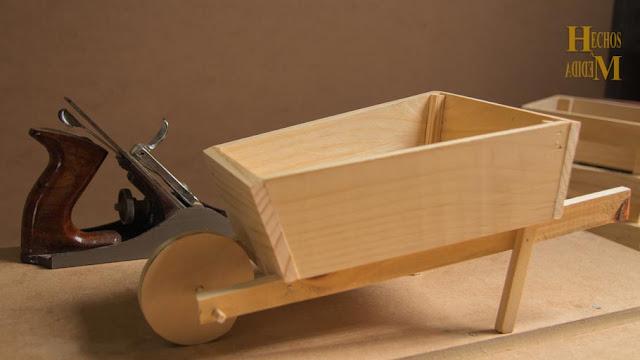caja-fabricada-a-medida-estilo-carretillo