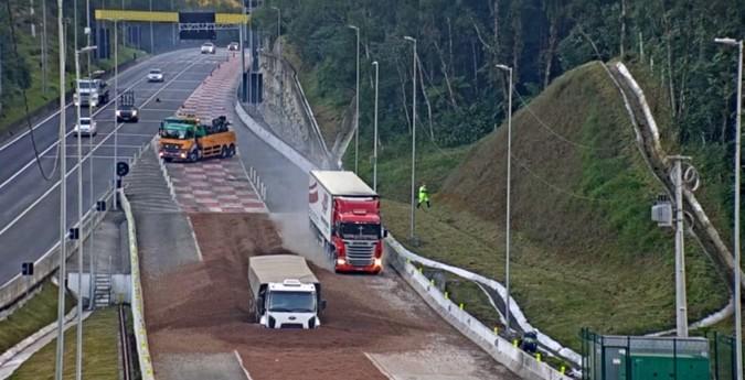 VÍDEO: Área de Escape na BR-376/PR salva mais dois caminhoneiros em poucos minutos