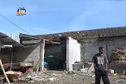 Rumah Dan Pabrik Rusak Diterjang Angin Puting Beliung