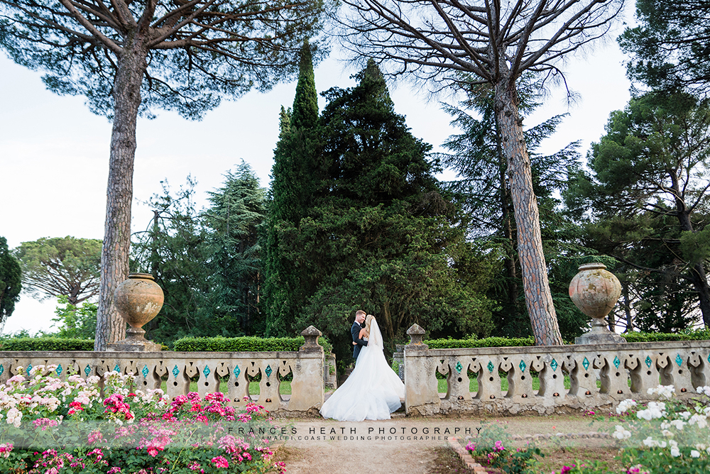 Bride and groom in Ravello garden