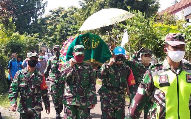 Personil Koramil Bobotsari Hadiri Pemakaman Anggota Veteran RI Di Desa Talagening