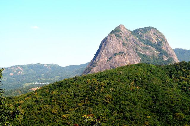 Gunung Parang via ferrata terlihat dari Jalur Pendakian Gunung Lembu | JelajahSuwanto