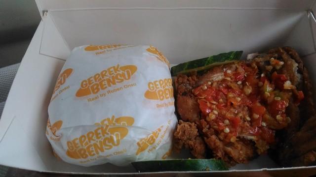 Ayam Geprek Bensu - Jombang;Kuliner Nusantara: Nikmatnya Lima Menu Kuliner Jawa Timur;