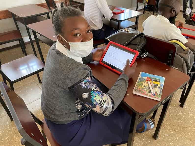 A Agência da ONU para Refugiados (ACNUR) chama atenção para a necessidade de um esforço internacional para garantir o acesso à educação secundária para crianças e jovens refugiados. O apelo chega em um momento em que os níveis de matrícula escolar e universitária encontram-se criticamente baixos..