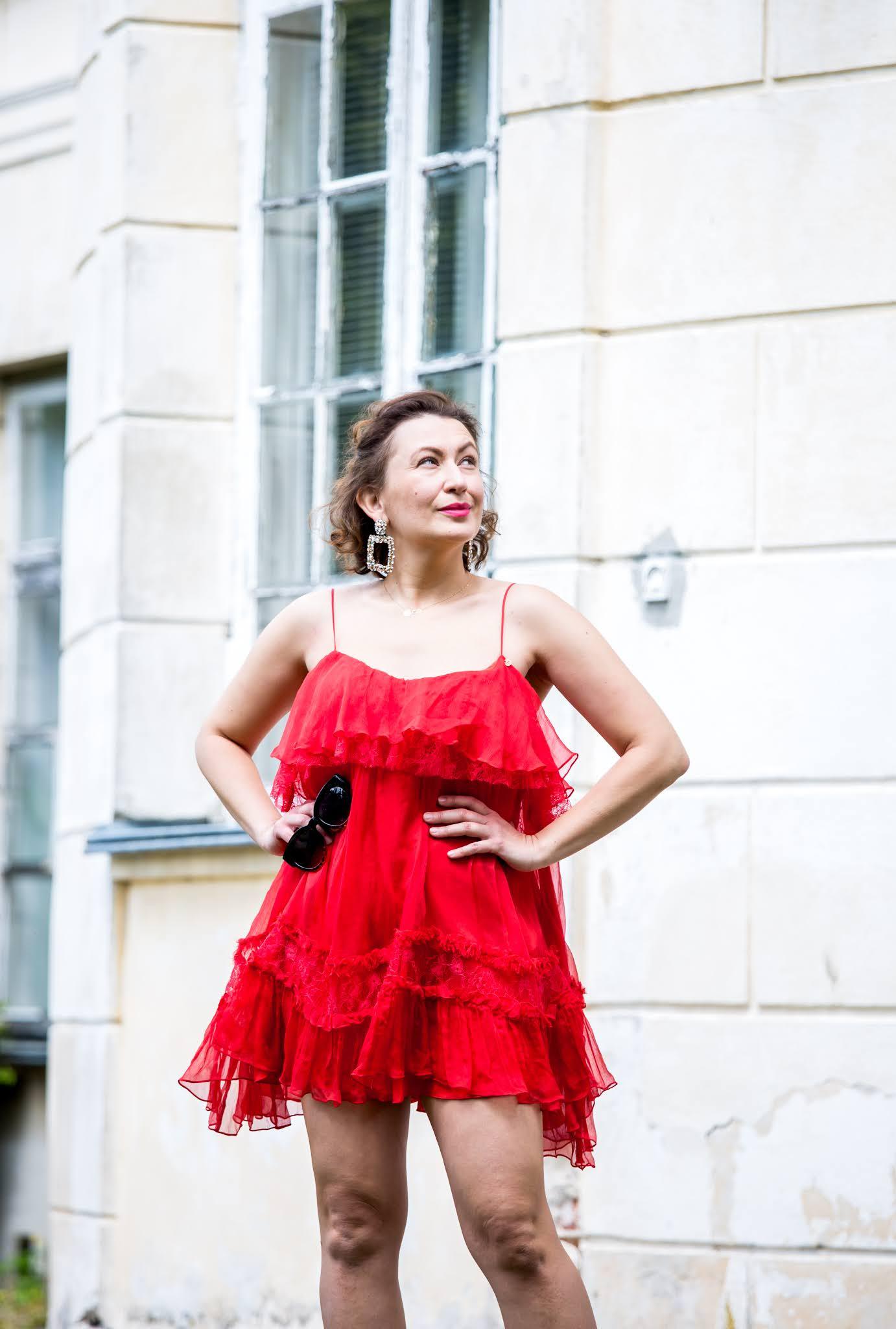 Nissa red dress;Nissa little red dress;Suede Nude Heels;Zara Earrings;www.adriana-style.com;moda;fashion;@adrianastyle_stylist;blogerka modowa wrocław;blogerka 40+;40+;czerwona mini sukienka;red silk dress;jedwabna sukienka