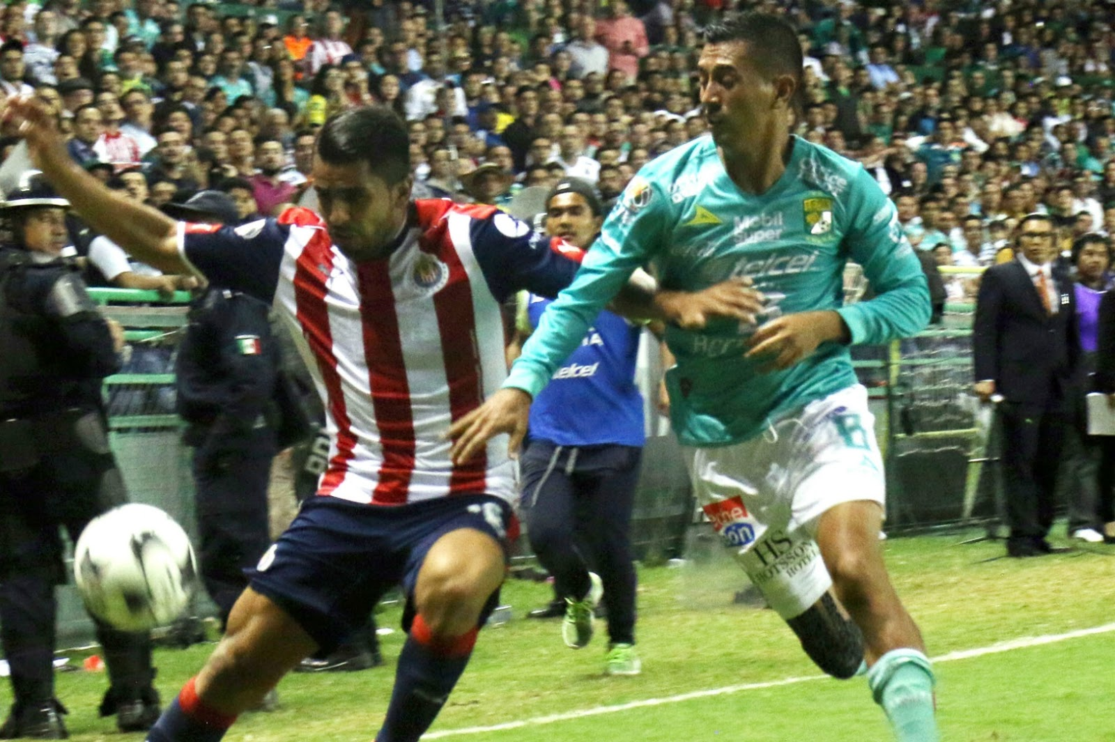 Elías Hernández ante Chivas.
