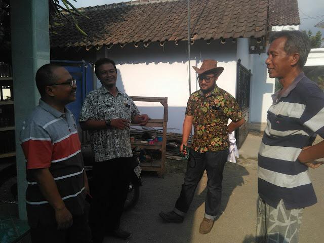 drh. H. Puput Rijalu Wijaya bersama H. Sugi Ketua PRM Pakusari dan drh Hendrie dari Disnakan Jember serta drh. Rencong