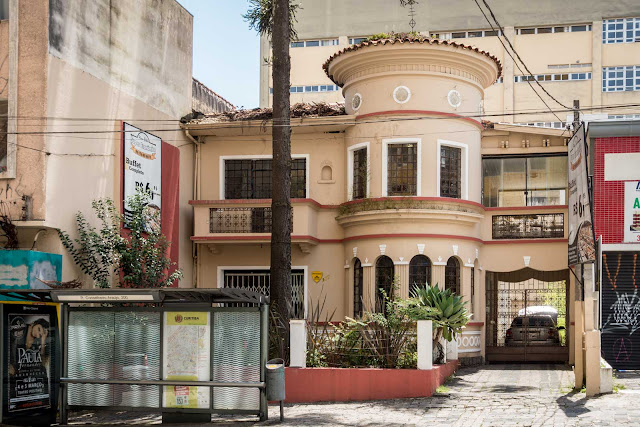 Uma casa na Conselheiro Araújo