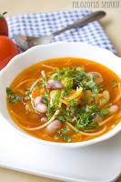 (Rozgrzewająca zupa z fasolą i boczkiem