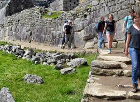http://www.inkatrail.com/sacred-valley-tour-short-inca-trail-3d-2n