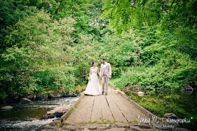 photo mariés avec ponton en bois