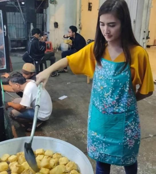 Viral Penjual Tahu Goreng Cantik, Sebuah Konsep Gerilya Marketing Untuk Menarik Calon Pembeli