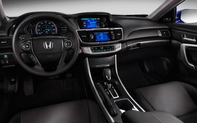 Honda Accord cũng được thiết kế nội thất rất trẻ trung và nhiều tiện nghi