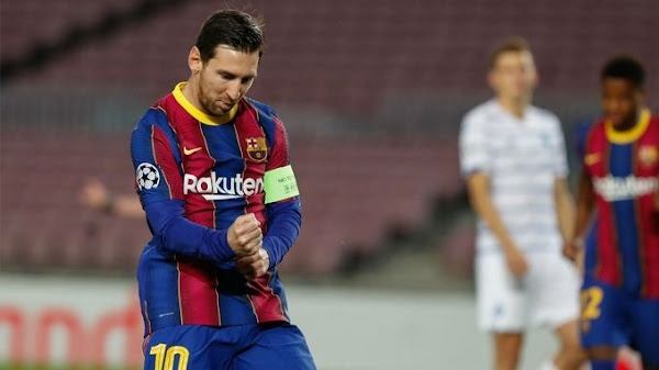 MESSI CELEBRATES GOAL WITH bARCELONA
