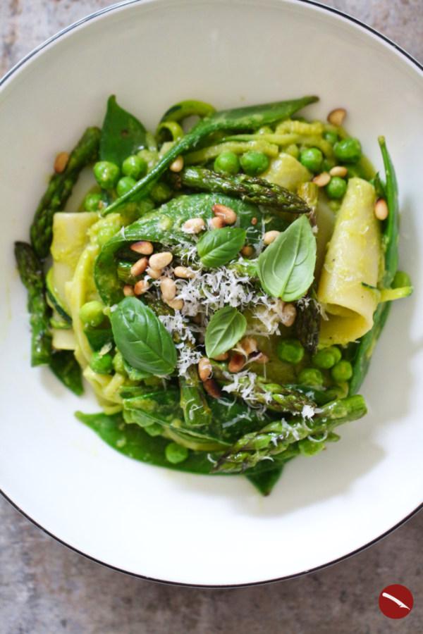 So schmeckt der Frühling! Grüne Sauce aus grünem Spargel, knackiges Gemüse, frisches Basilikum und leckere Pasta finden sich in diesem gelingsicheren italienischen Rezept für die Spargelsaison. #asparagina #ricette #risotto #grüner #spargel #spargelzeit #spargelsauce #hollandaise #pasta #italienisch #grundrezept #nudeln #tipps_und_ideen #anregungen #frühlingsrezepte #rezept #burrata #pochiertes_ei #al_forne #lasagne #italiensich_kochen #fattoria #la #vialla #fattoria_la_vialla #toskana