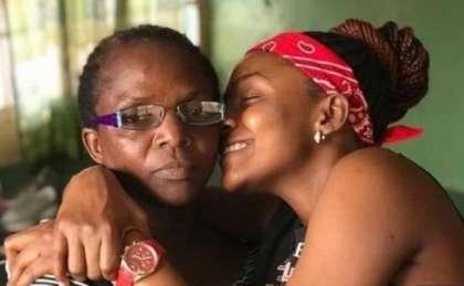 Wow!!! Simi's Mum Takes Part in #Dudukechallenge (video)