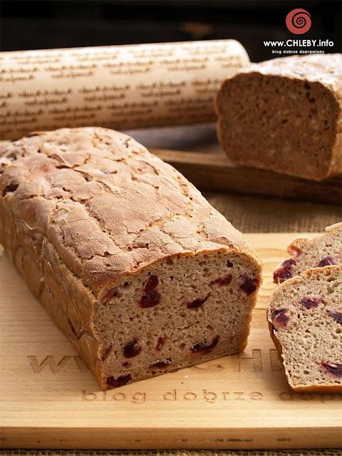 Prosty chleb żytni z żurawiną na zakwasie