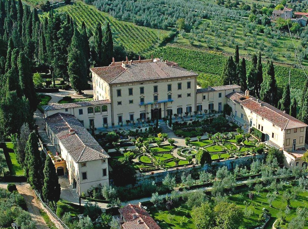 Is it possible to visit a privately owned tuscan for Tuscany villas