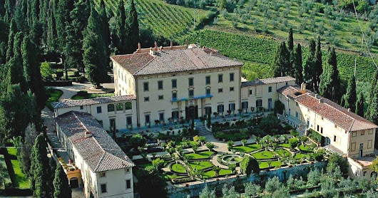 Is it possible to visit a privately-owned Tuscan Renaissance villa?