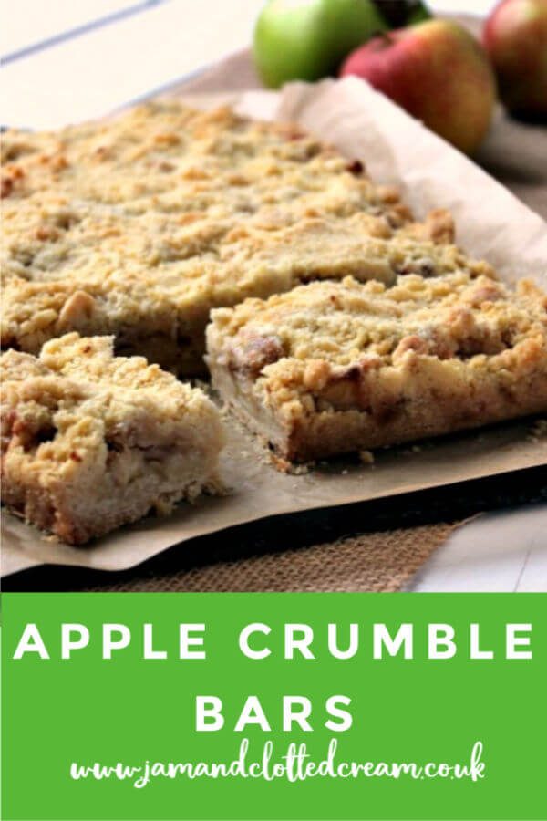 Enjoy apple crumble in bite size form with these Apple Crumble Bars #applecrumble #bars #baking