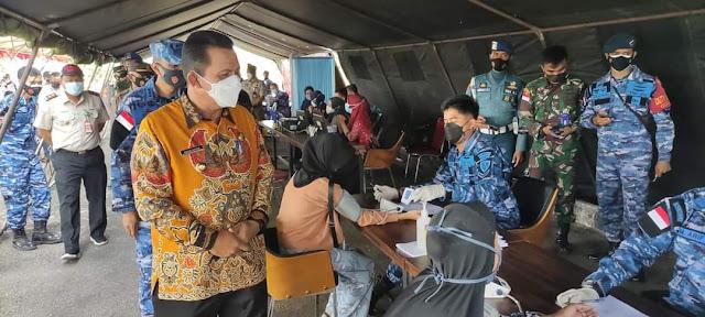 Gubernur Kepri Meninjau Vaksinasi Dosis Kedua bagi Pelajar Yang Digelar TNI AU di Lanud RHF