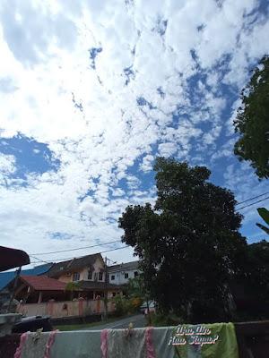 awan cantik bergumpal langit biru