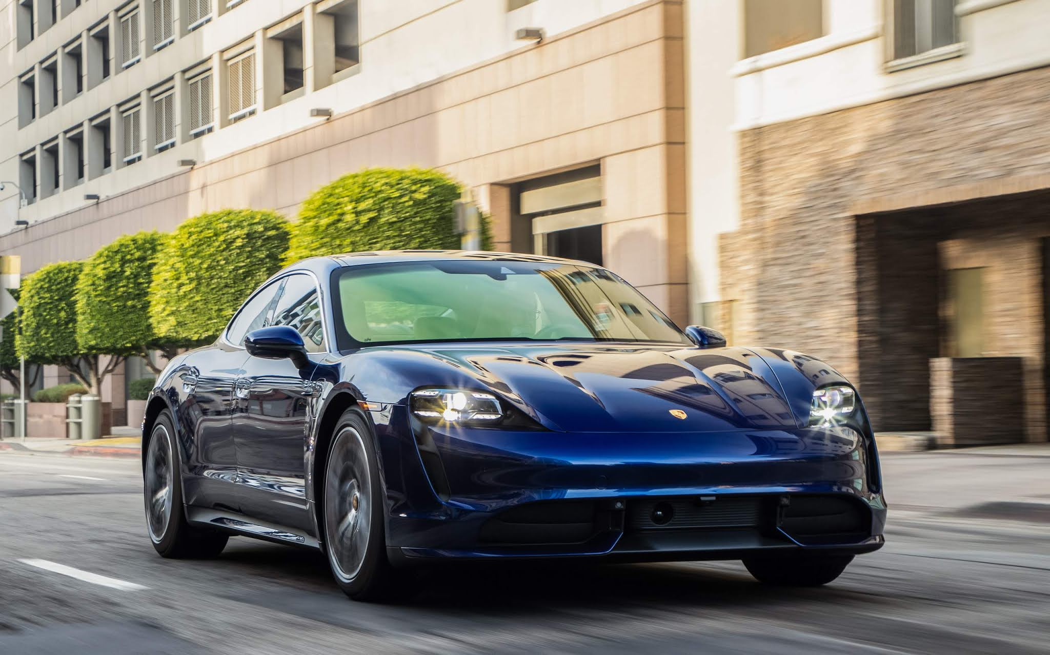 Porsche Taycan é o carro elétrico mais vendido do Brasil em 2021