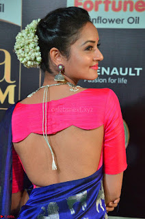 Shanvi Looks Super Cute in Pink Backless Choli Blue Saree at IIFA Utsavam Awards 2017 07.JPG