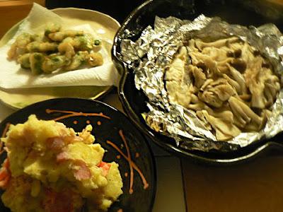 夕食の献立 タラとキノコのホイル焼き ポテトサラダ 豆揚げ