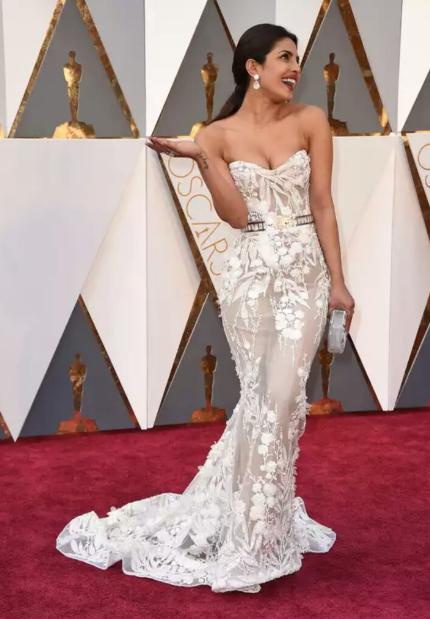 Indian actress priyanka chopra at Oscar 2016