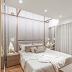 Quarto contemporâneo neutro e dourado com cabeceira estofada e espelhada contornando o teto!