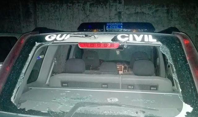 Vehículo dañado por agresores en Bujalance