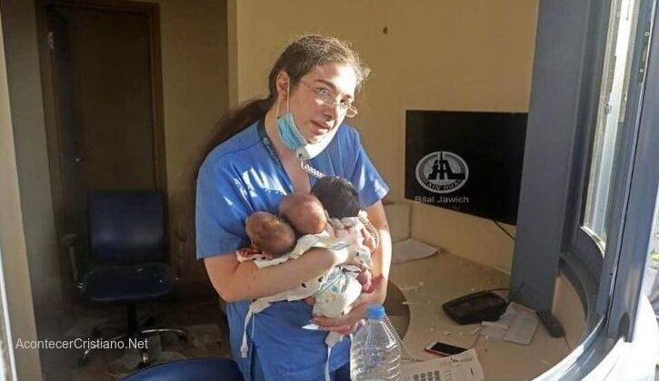 Enfermera salva bebés en Líbano