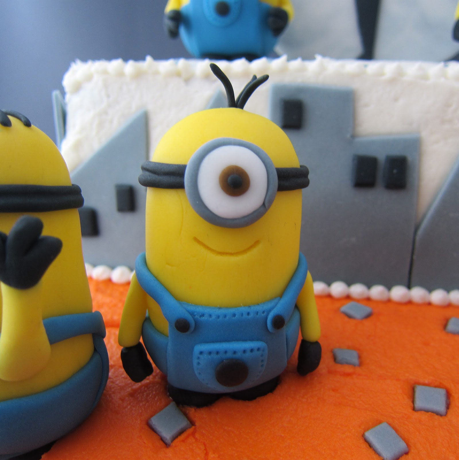 Clever Wren Despicable Me Minion Cake