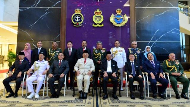 Malaysia pun Menyambut Menhan Prabowo dengan Upacara Militer
