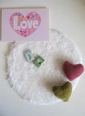 Modern dolls' house miniature Lundby love picture, round white rug, two books and two heart-shaped cushions.