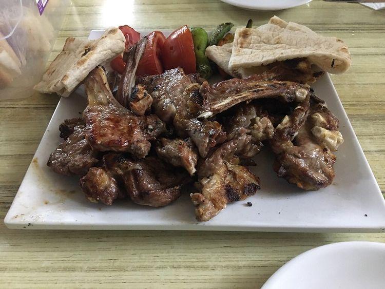 muhtarın yeri kıskaçlı et lokantası kayseri menü fiyat kuzu kaburga pirzola biftek