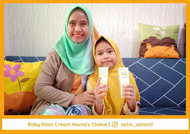 Memberikan Salep Biang Keringat Baby Rash Cream Mama's Choice saat Anak Mengalami Biang Keringat