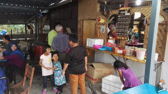 Review Gerai Parit Tiga Puluh Kualau Kurau, Perak