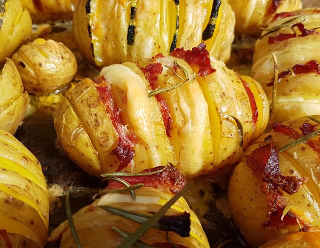 Hasselback-Kartoffeln: Rezept für schwedische Fächerkartoffeln aus dem Backofen. Ich zeige Euch das Grundrezept und mehrere Varianten dieser leckeren Kartoffeln aus Schweden!