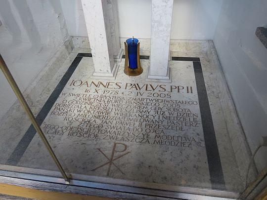 Kapliczka upamiętniającą dzień śmierci Ojca Świętego.