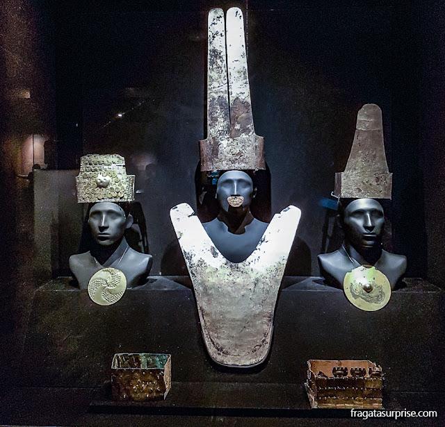 Adornos de ouro pré-colombianos do acervo do Museu Larco, Lima, Peru