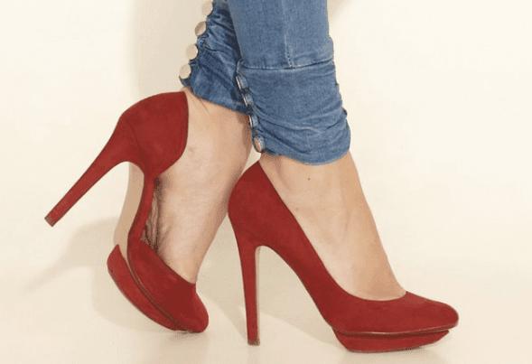 إجبار النساء ارتداء الكعب العالي في بريطانيا أثناء العمل