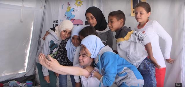 Ketika Pemain Game of Thrones Mengunjungi Barak Pengungsi Palestina - Suriah